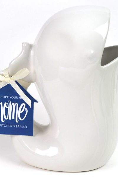 Cute & Easy Housewarming Gift Idea | This pitcher is an adorable and easy gift to give for couples, families or women when they buy a new home! Plus it comes with a FREE printable gift tag. Click through to download now!
