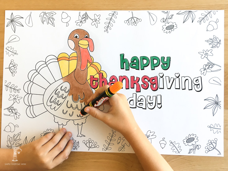 printable Thanksgiving placemat coloring page for kids | Keep the kids entertained before and during Thanksgiving dinner with this cute Thanksgiving coloring page.