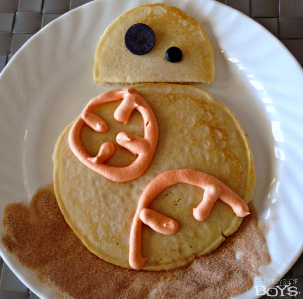 pancakes made to look like BB-8 from Star Wars