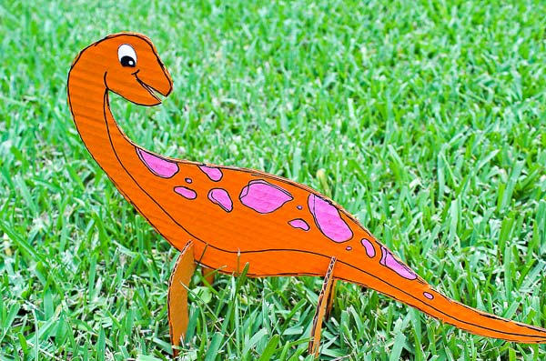 Dinosaur Craft For Kids | This fun dino craft comes with a free printable template so you can make your own awesome dino at home too! #kidsactivities #kidscrafts #craftsforkids #homeschool
