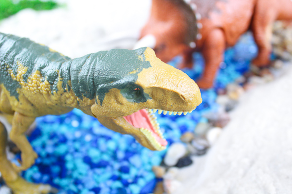 Dinosaur World Sensory Bin | dinosaur play sensory bin for toddlers, preschool, and kindergarten children