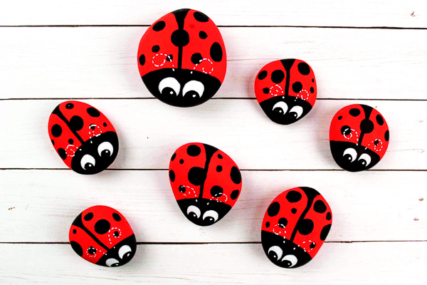Ladybug Painted Rock Art For Kids | These simple and fun DIY ladybugs are so simple to make, kids will love them! #kidsactivities #ideasforkids #kidsactivities #kidscrafts