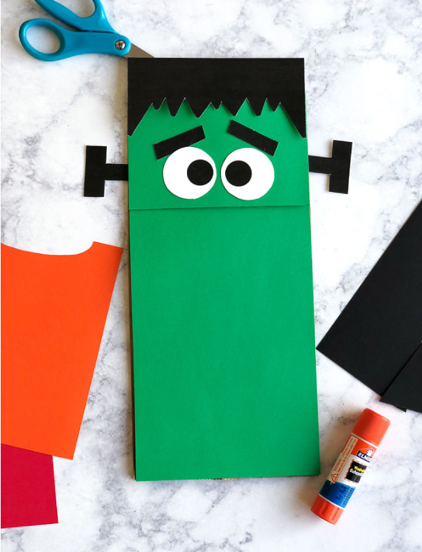 Halloween Activity For Kids | Make this easy and fun Frankenstein at home with the whole family! #halloween #kidscrafts #craftsforkids