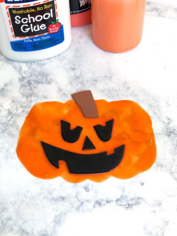 Halloween Craft For Kids | Make this simple jack o'lantern craft this Halloween. #elementary #kidsactivities #kidsandparenting