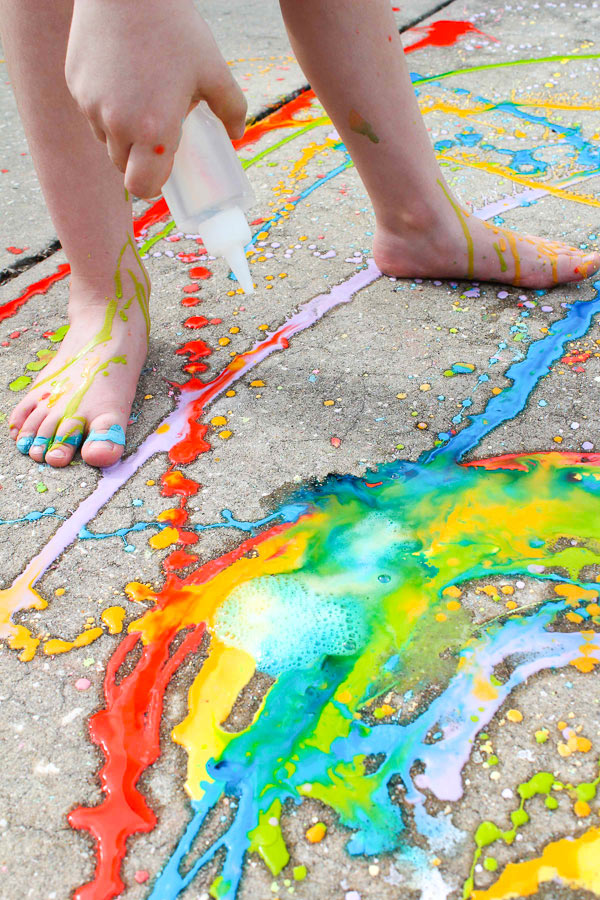 How To Make Sidewalk Chalk For Kids #messyplay #summeractivities #outdoorplay