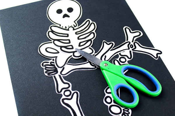 Skeleton Halloween activity for kids in preschool and kindergarten