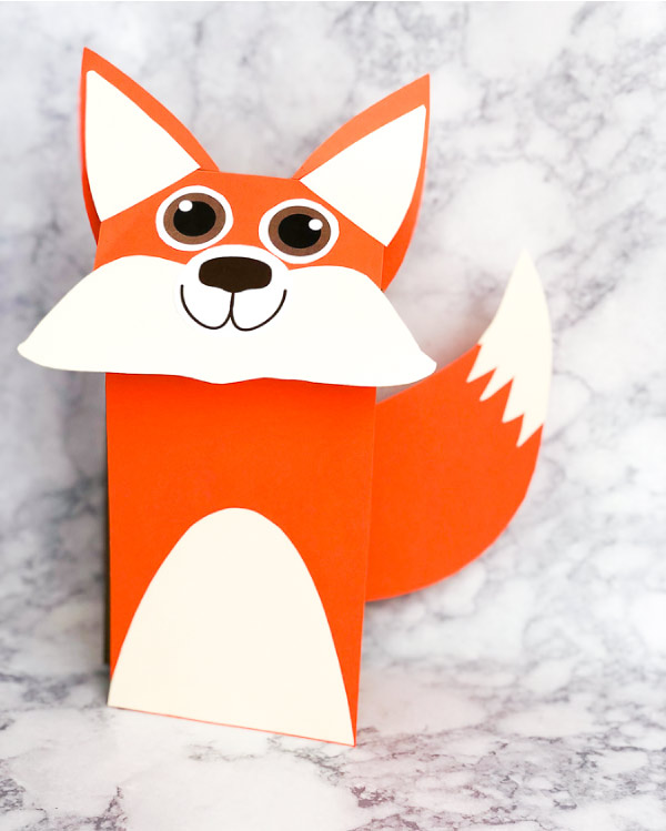 Fall Crafts For Kids | Make this easy fox art project made from a brown paper bag and some colored paper. It's perfect for creative play! #preschool #artprojects #artforkids #kindergarten