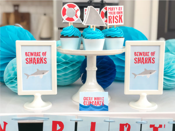 Shark Cupcakes | Use these shark party cupcake toppers to make easy shark themed cupcakes in an instant! #sharkparty #sharks #party #kidsparties #birthday