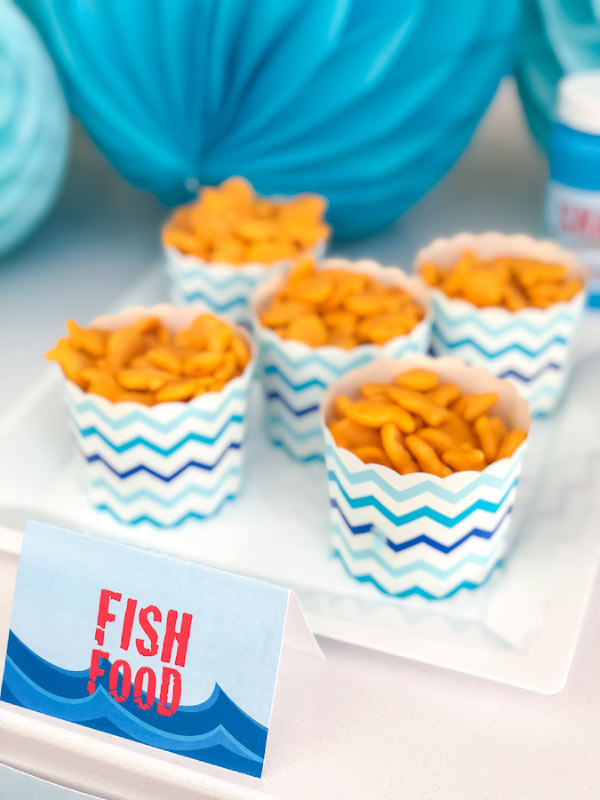 Shark Party Food For Kids | Find some simple ideas of food to serve at a shark birthday party and use these cool labels for your party. #party #partyideas #birthday #birthdaypartiesforkids #kids