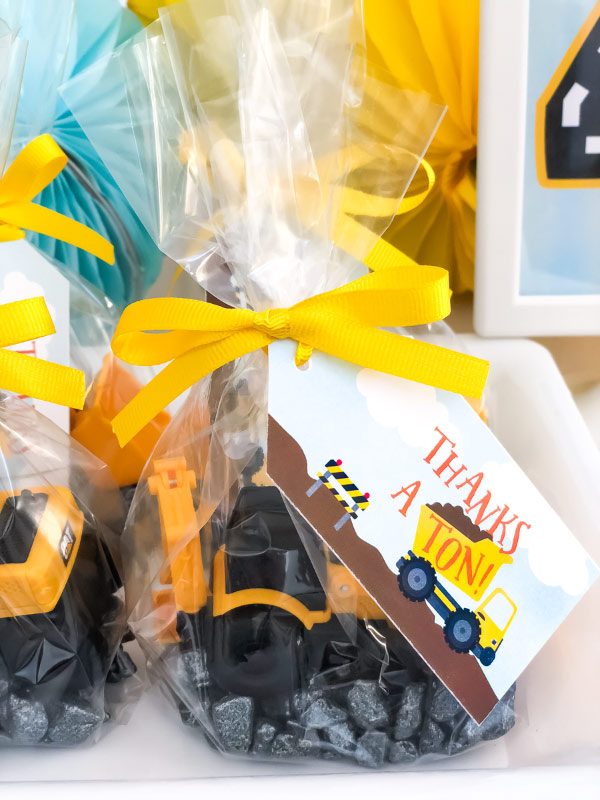 Boys Birthday Party Favors | Create these construction themed party favors with just a few supplies. #boys #party #partyideas