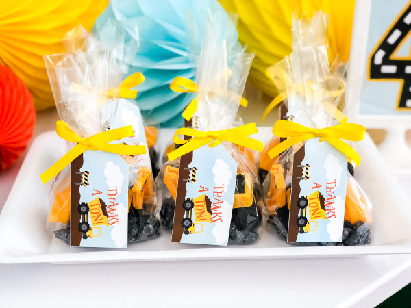 Construction Party Favor Ideas | Create these easy and cute DIY favors for kids with just a few supplies. #party #birthdayparty #kidsparties