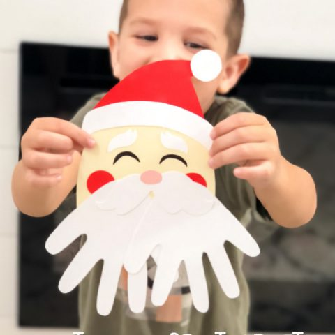 Santa Handprint Craft | Kids will love making these fun keepsake crafts for Christmas this year. They're great for Mom, Dad or even grandparents! #christmas #christmascrafts #kidsactivities #printablesforkids