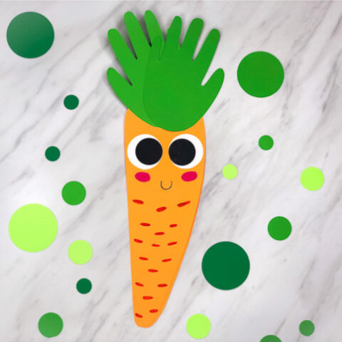 Easy Easter Craft For Kids To Make | Children will love making this cute handprint carrot card for Easter or just for fun! #kids #elementary #teachingkindergarten #teacher #teaching #ideasforkids #carrotcrafts #handprintcrafts #kidscrafts #craftsforkids