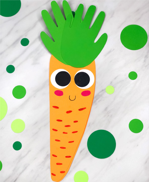 Handprint Easter Craft For Kids | Make these cute handprint carrot cards for Easter. It's a fun art project for preschool, prep or kindergarten classes. #prek #simpleeverydaymom #kidsactivities #carrotcrafts #craftsforkids #kidscrafts #handprintcrafts #artprojects