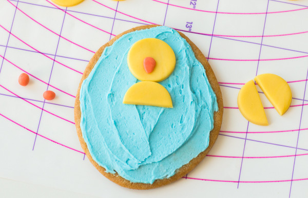 Easy Chick Easter Egg Sugar Cookies | Kids will love helping make these cute hatching chick cookies this spring. #easter #eastercookies #sugarcookies #bakingwithkids #cookiedecorating #cookierecipes #bakingrecipes #simpleeverydaymom #bakingwithkids #desserts #dessertfoodrecipes #dessertrecipes #dessertideas #cookingwithkids