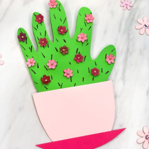 DIY Mother's Day Card Idea | Make this handprint cactus card for Mom this May. #preschool #mothersday #mothersdaycrafts #handprintcrafts #kindergarten #kidsactivity #mothersday #mothersdaycrafts #mothersdayactivities #kidsart #cactuscrafts