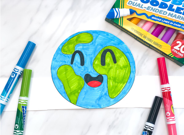 Earth Day Craft For Kids | Make this easy and fun Earth Day headband with this free printable template. It's great for using in the classroom or at home. #earthday #earthdaycrafts #toddlers #preschool #preschoolers #preschoolcrafts #kindergarten #teachingkindergarten #artprojects #firstgrade #elementary #ece #earlychildhood #printablesforkids