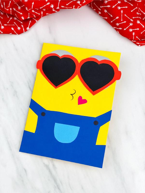 Easy minion paper craft