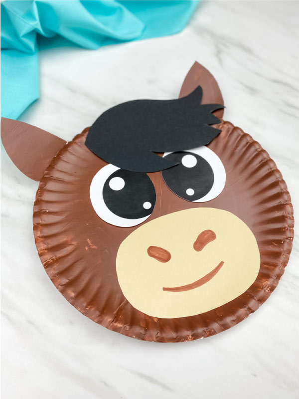 dark brown horse paper plate