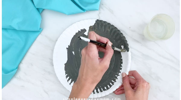 Hand painting paper plate gray