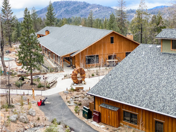 image of Rush Creek Lodge in Yosemite
