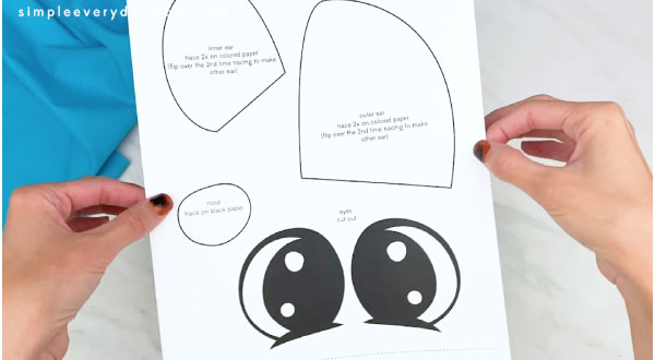 hands holding paper plate dog craft template
