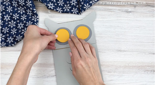 hands yellow gray circles to paper bag owl craft