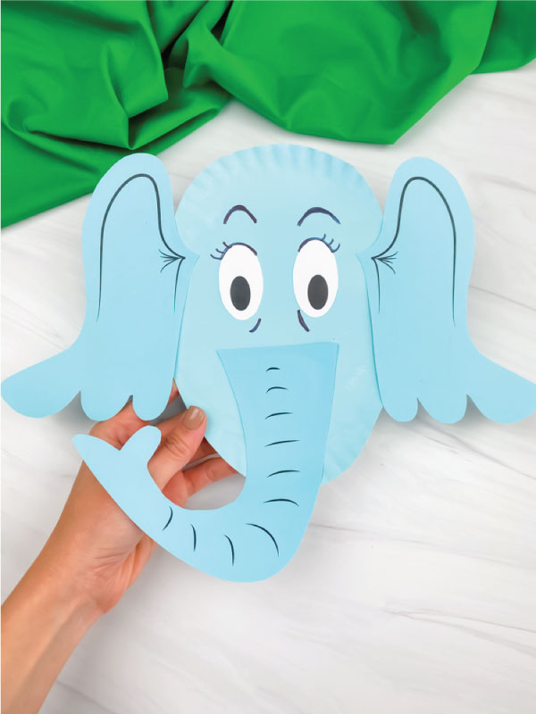 hand holding paper plate horton craft
