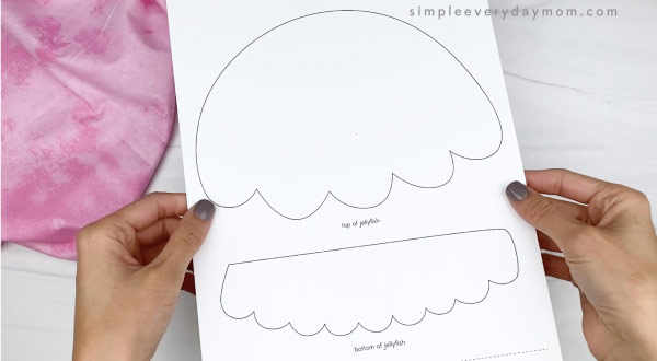 hand holding paper plate jellyfish template